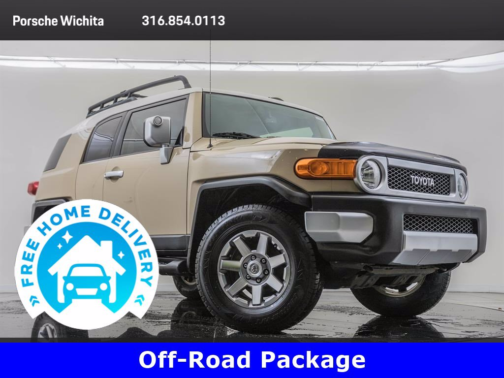Pre-Owned 2014 Toyota FJ Cruiser Convenience & Off-Road Packages
