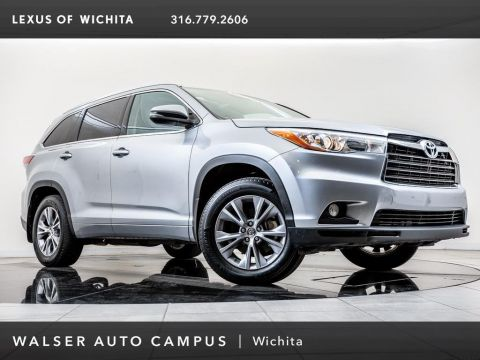 Pre-Owned 2015 Toyota Highlander XLE, Navigation, Moonroof, Bluetooth, RV Camera